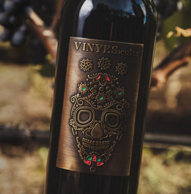 Этикетки на вино с черепами